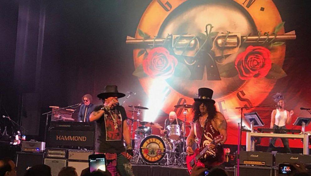 Concertul Guns N'Roses, de la huiduieli si fluieraturi la aplauze