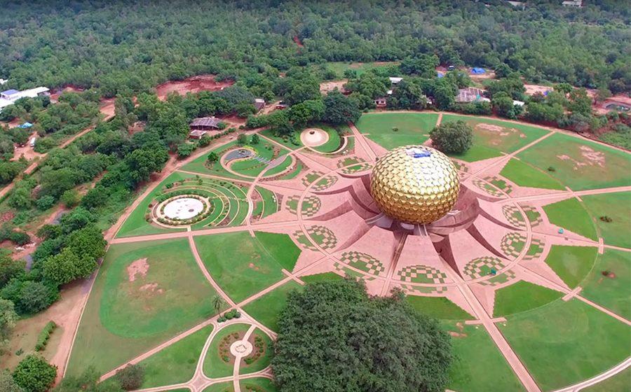 La secerat de orez in orasul viitorului, Auroville
